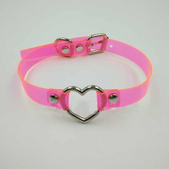 What do you think about a girl wearing this choker?