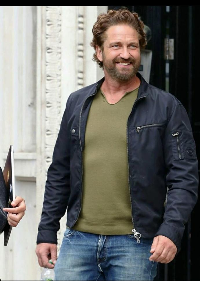 Who wins in a fight to the death Gerard Butler or Russell Crowe?