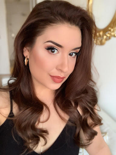 Would you prefer it if your date wears make up and does her hair for the first date or would you prefer her to be make up-free/natural?