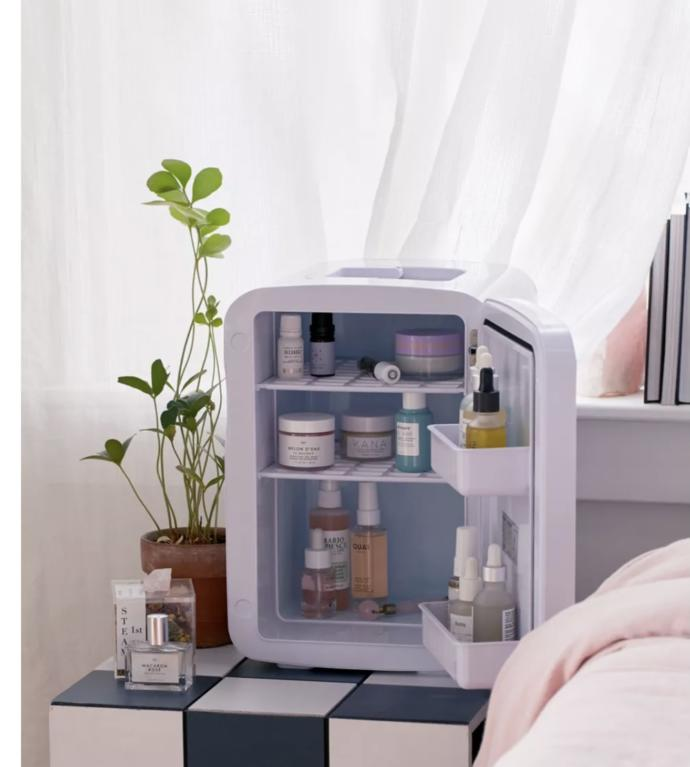 Which would be a better gift for skincare storage?