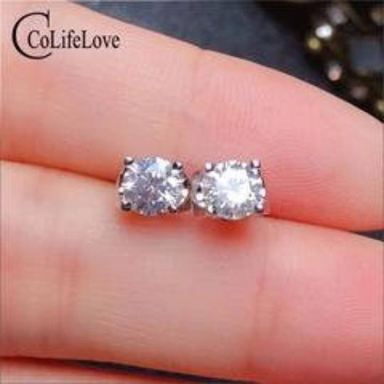 What do you think the value of these Moissanite stud earrings are?
