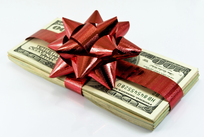 Is money a good gift to give for women?