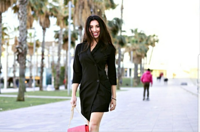 Can a womans walk and posture make her hotter than another?