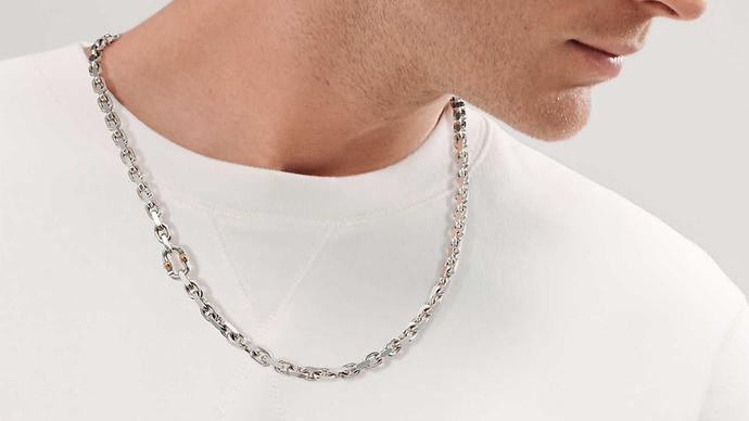 Whats the more attractive accessory to put on guys neck?