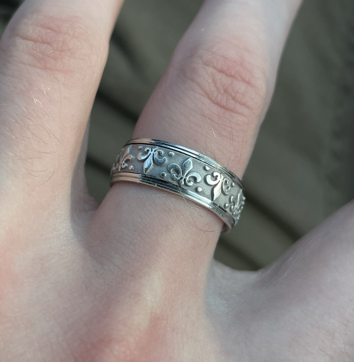 How much do you think this silver Fleur dis lis ring is worth?