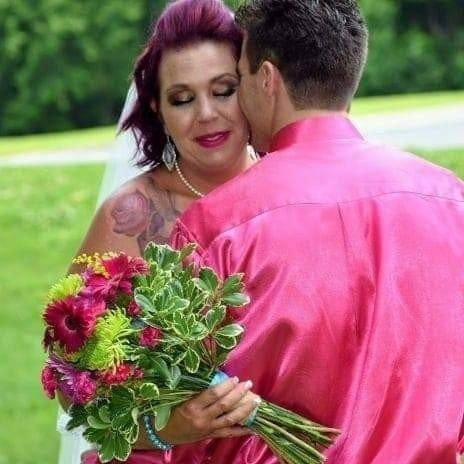 Would you flaunt wedding photos on facebook?