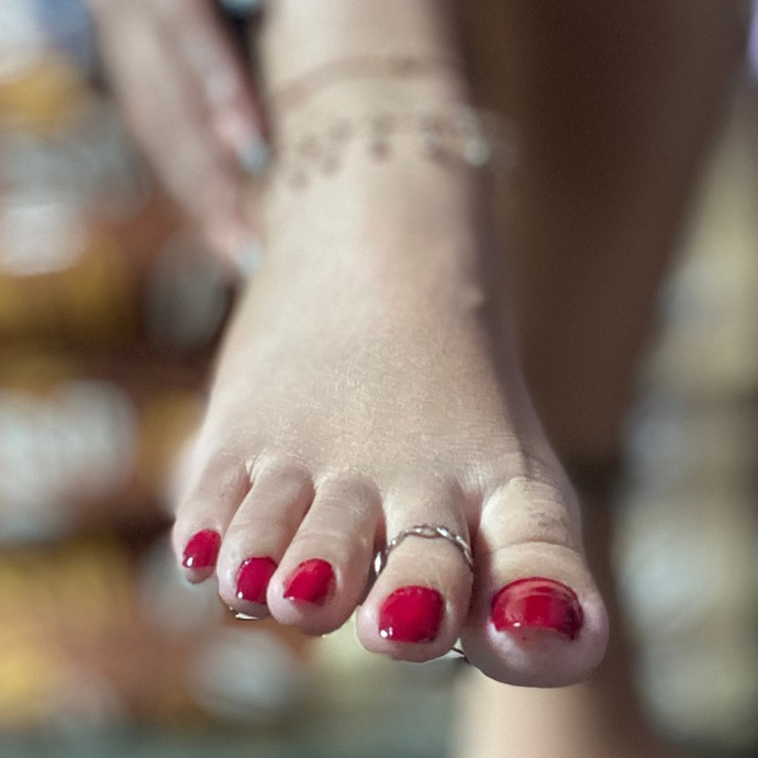 Girls, how much would you need to be paid to suck another girls toes as a part time job?