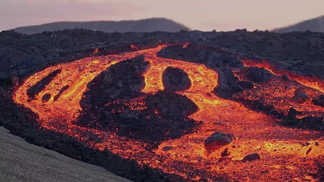 Does rocks float on Lava?