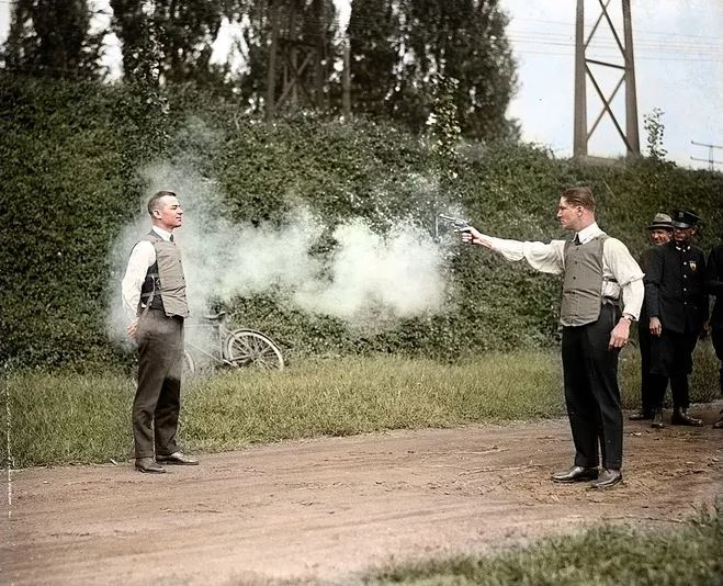 Whats your thought on these historical 1900s color photos from England/United states, Which one is your favorite?